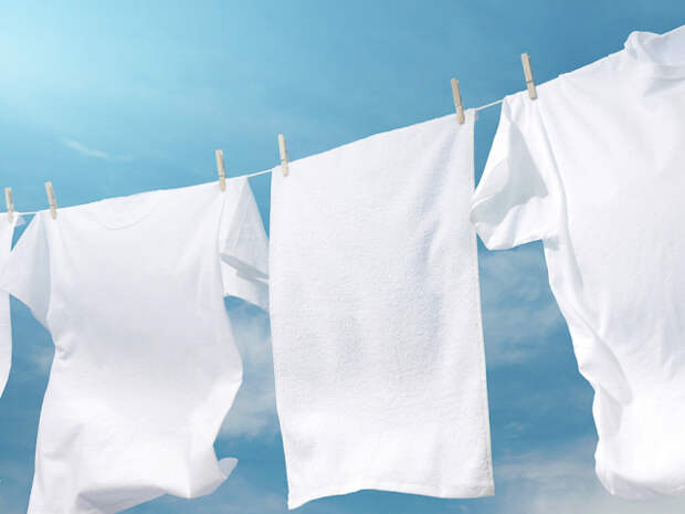 2 простых способа: Как вернуть белоснежный цвет носкам, майкам и футболкам