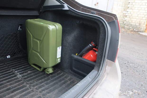 вот так я возил её целый день с 10 литрами бензина внутри