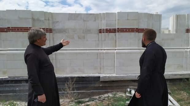 Бывший священник рассказал, на какие деньги строят храмы в Ростове