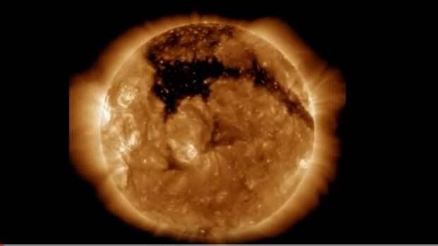 Доктор Аластер Ганн заявил, что Солнце на самом деле зеленого цвета