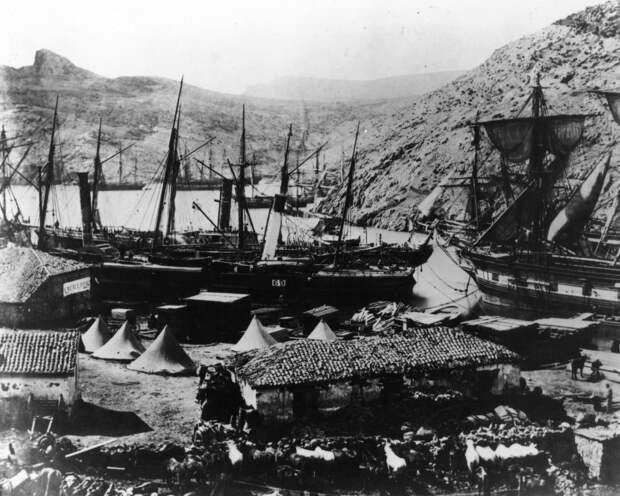 Корабли в бухте Казачьей