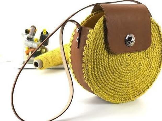 Вязаная сумочка с кожей