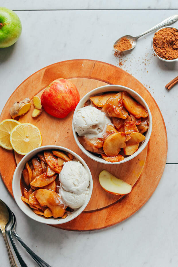 Тушеные яблоки с финиками и корицей: десерт без вреда для фигуры!