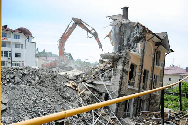 В Сочи начался снос ещё шести жилых самостроев