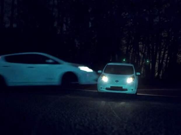 Nissan Leaf засветился в темноте (ВИДЕО)