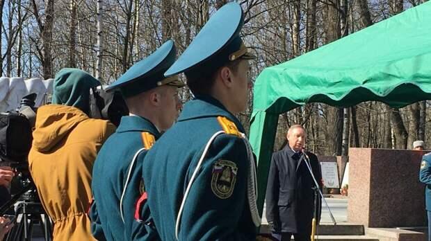 В Петербурге простились с пожарным, погибшим при тушении Невской мануфактуры