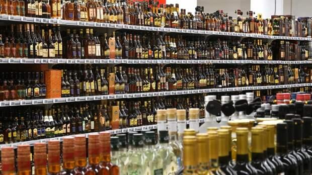 Онищенко оценил идею ограничить продажу алкоголя в новогодние дни