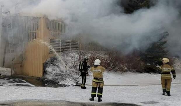 Серьёзный пожар на мясокомбинате в Новотроицке тушат 45 человек