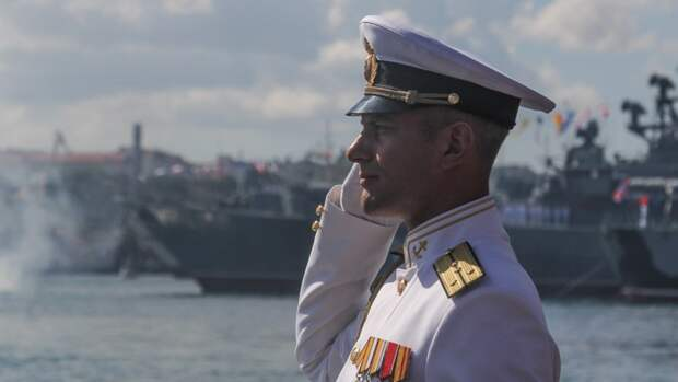 Церемония вручения офицерских погонов выпускным академий ВМФ прошла в Кронштадте