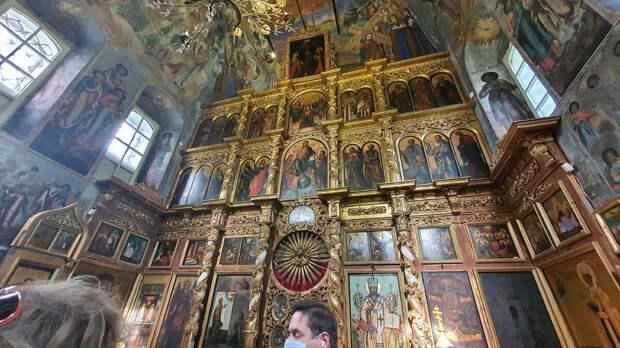 Внутри Церкви царевича Димитрия на крови в Угличе