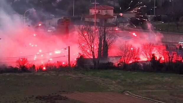Жесть в Марселе: футбольные фанаты сожгли базу клуба и устроили погромы (ВИДЕО)