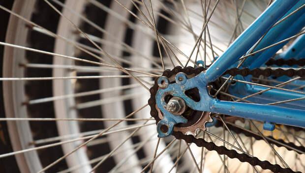 Жители дома в Подольске помешали украсть из подъезда велосипед