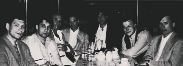 Одно из редких фото с лидерами курганской ОПГ