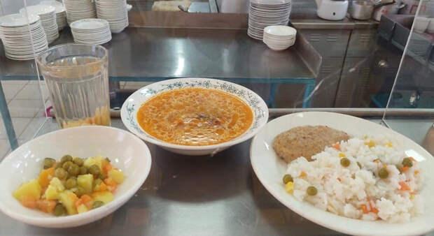 Пермская школа ежедневно выставляет фото обедов всоцсетях