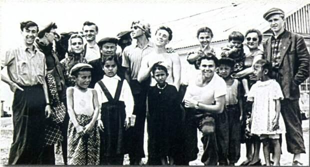 1958, июнь-июль - Казахстан. Студенты школы-студии МХАТ в овцеводческом совхозе под Павлодаром.
