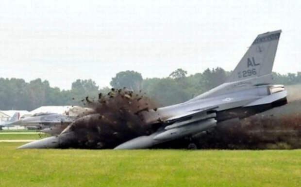 Потери ВВС США - 224 лётчика и 186 летательных аппаратов