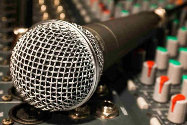 Микрофон на пульте. Фото: pixabay.com