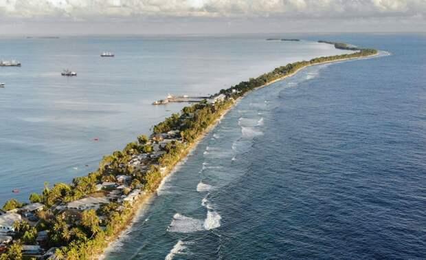 Из таких узких полосок суши и состоит страна Тувалу