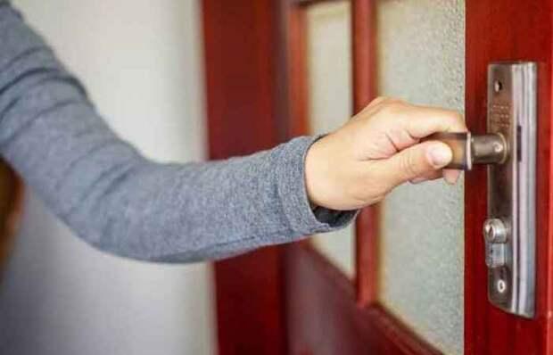 Копеечное средство от скрипа дверных петель, которое можно найти в шкафчике на кухне