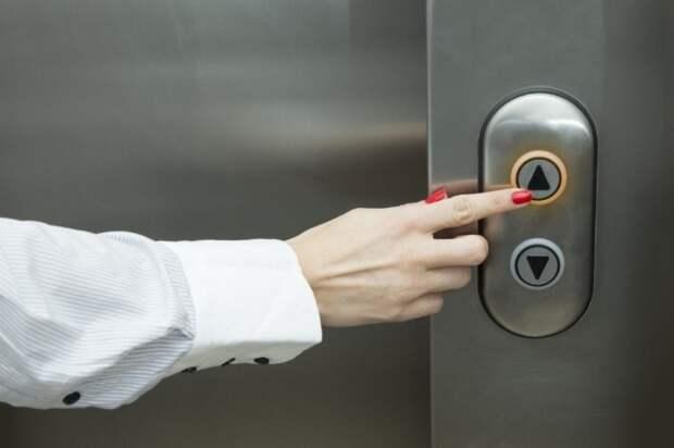 Лифт больше не остановится где не надо. ¦Фото: zabolevshie-coronavirusom.ru.