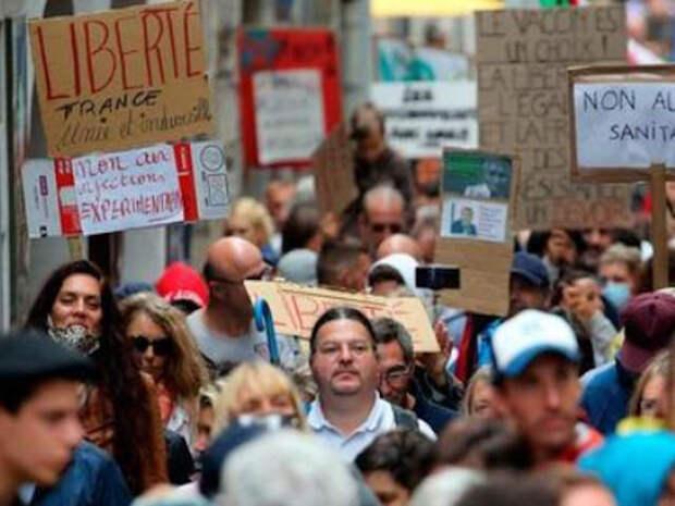 """Во Франция и Италии массовые протесты против новых ограничений и введения """"ковидных документов"""""""