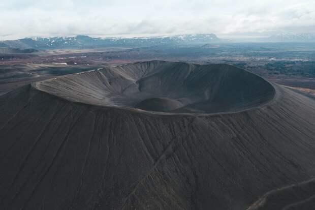 Самый древний кратер на Земле оказался не связан с падением метеорита