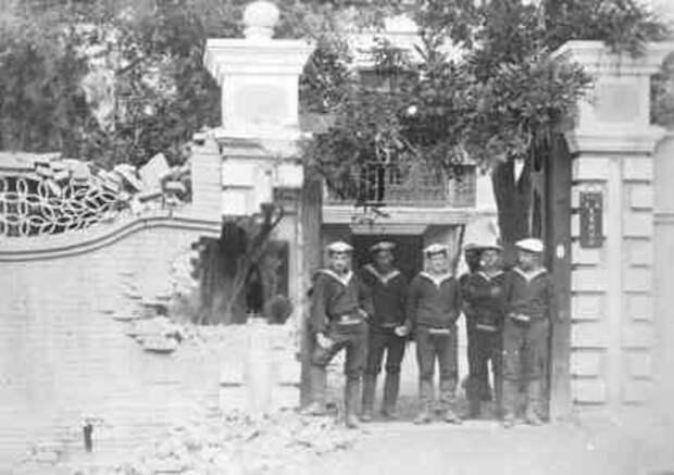 Русские морские пехотинцы в Пекине, 1900 г.