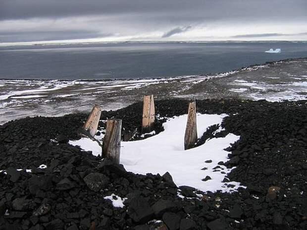 Таяние ледников обнаружило 5 неизвестных баз в Арктике