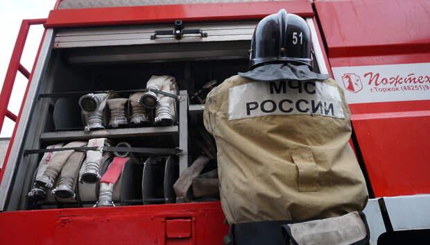 Открытое горение ликвидировали на пожаре в производственном здании в Подольске