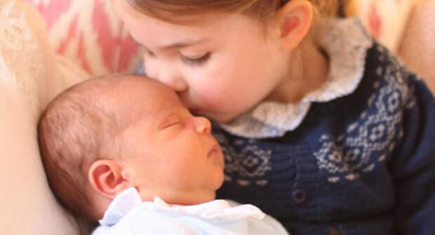 Нужно придерживаться королевских традиций: семья требует от Кейт Миддлтон родить четвертого ребенка