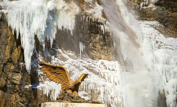 Самый большой водопад Крыма замерз: видео с камер туристов