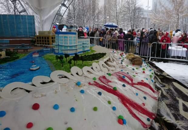 В Екатеринбурге испекли кулич весом в четыре тонны