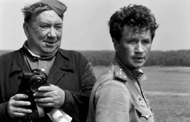 Фотографии со съёмок советских фильмов с любимыми актерами.