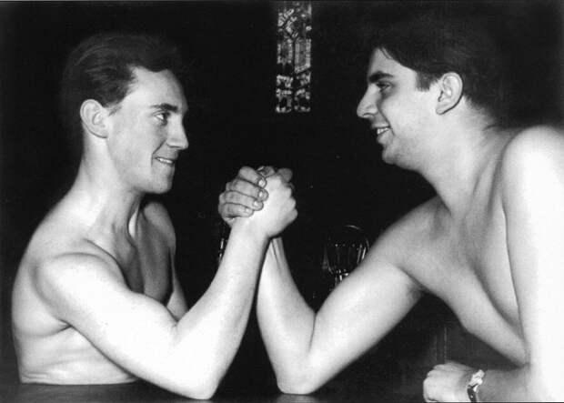 Владимир Высоцкий и Александр Виленский. [1957-1958 гг.]