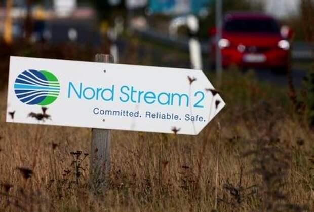 Указатель с логотипом проекта Северный поток-2 в Лубмине, Германия, 10 сентября 2020 года. REUTERS/Hannibal Hanschke