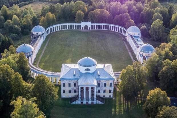 Величественный дворцово-парковый комплекс екатерининской эпохи. /Фото: livejournal.com