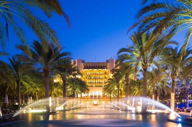 Зеленский с семьёй отдыхает в одном из самых роскошных отелей Омана. Его Офис утверждает, что он там работает