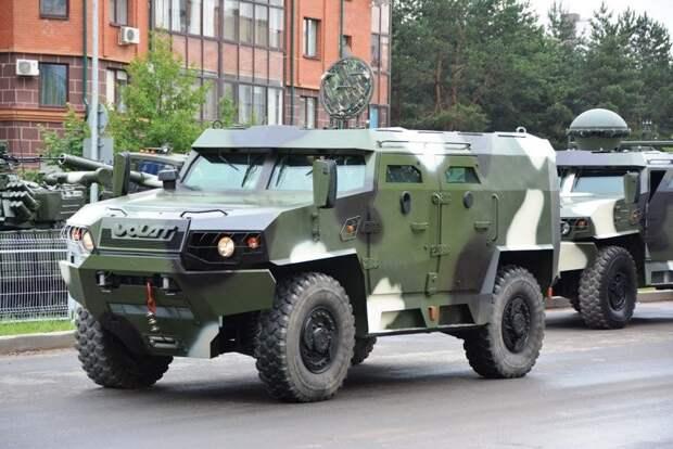 В центр Минска стягивают войска: срок ультиматума истекает сегодня (ВИДЕО)