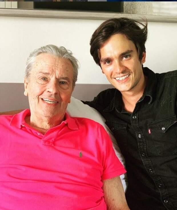 Ален-Фабьен Делон с отцом, перенесшим инсульт. / Фото: www.instagram.com/alainfabiendelon