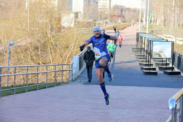 В сквере по Олонецкому проезду открыли сезон пробежек на свежем воздухе