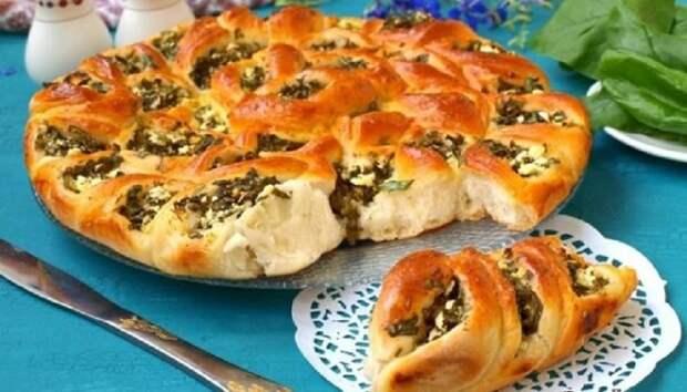 Пирог со шпинатом и брынзой в виде цветка: пальчики оближешь