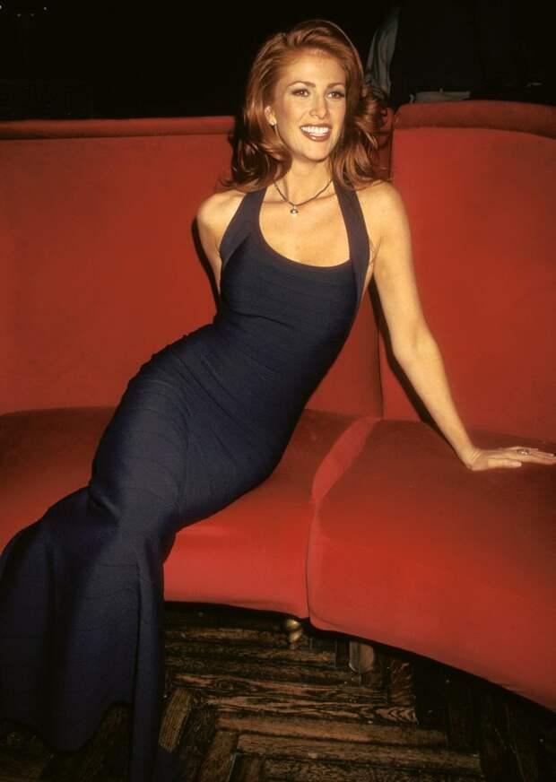 Красотка из 90-ых Энджи Эверхарт.