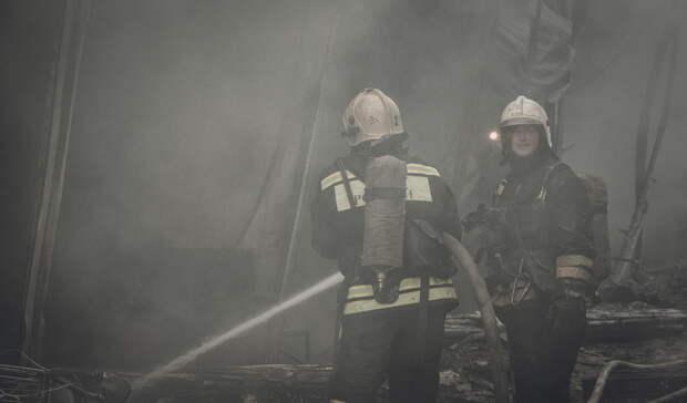 В Бузулуке сгорел торговый павильон