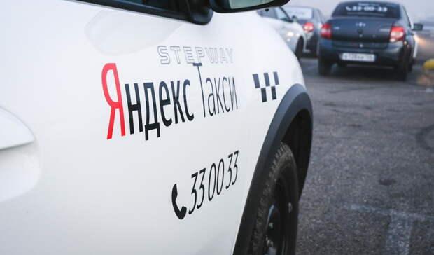 «Тысломала мне дверь»: вНижнем Тагиле таксист выгнал намороз несовершеннолетнюю
