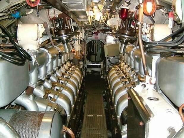 Машинное отделение старой дизельной подлодки армия, подводные лодки, флот