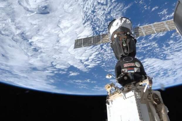 Космонавт: Дыру в «Союзе» мог просверлить психически неустойчивый член экипажа