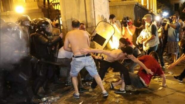 В Тбилиси снова «майдан» — полиция применила резиновые пули и слезоточивый газ