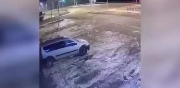 """В Чечне """"Форд"""" на огромной скорости протаранил """"Газель"""" и загорелся"""