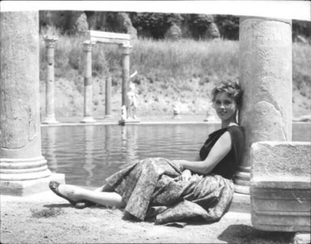 Красотка из 50-ых Изабель Коре