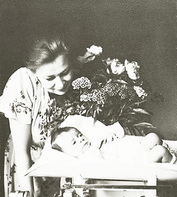 Валентина Серова (Valentina Serova) - Валентина Серова с дочерью.